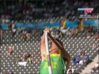Willem Coertzen breaks his pole