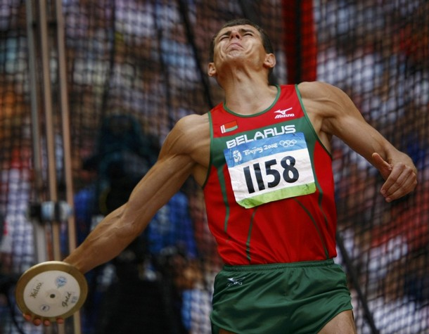 Mikalai Shubianok of Belarus competes during his discus throw at the Olympic Games Beijing 2008 / Reuters Pictures